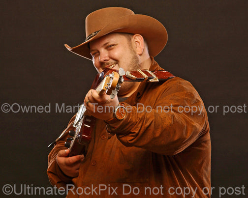 Photo of guitarist Johnny Hiland during a photo shoot in 2010 by Marty Temme