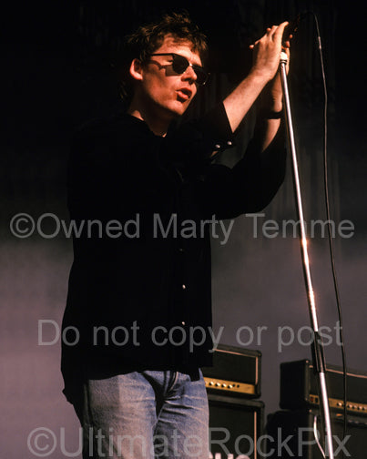 Photo of Jim Reid of The Jesus and Mary Chain in concert by Marty Temme