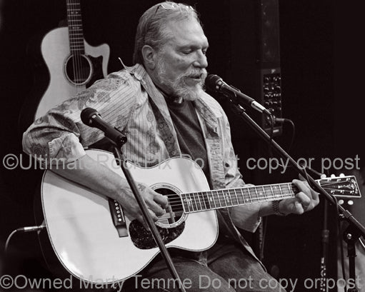 Black and white photo of Jorma Kaukonen in concert in 2010 by Marty Temme