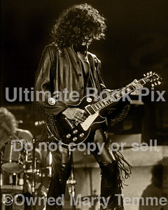 Black and white sepia tint photo of Joe Perry playing a Les Paul in 1990 by Marty Temme