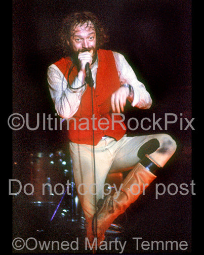 Photo of Ian Anderson of Jethro Tull onstage in 1976 by Marty Temme