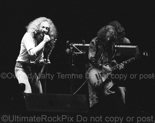 Photo of Ian Anderson and Martin Barre of Jethro Tull onstage in 1973 by Marty Temme