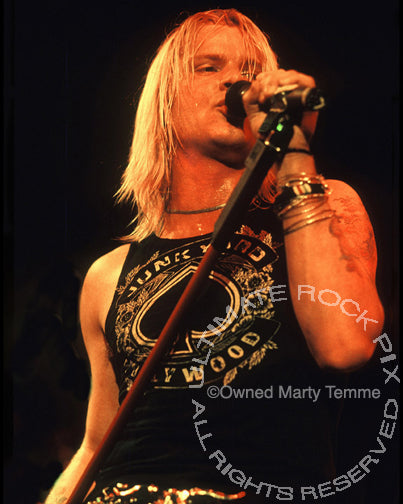 Photo of David Roach of Junkyard in concert in 1991 by Marty Temme