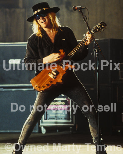 Photo of Mark Kendall of Great White in concert in 1992 by Marty Temme