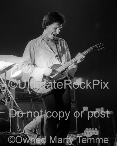 Photo of Ray Davies of The Kinks in concert in 1979 by Marty Temme