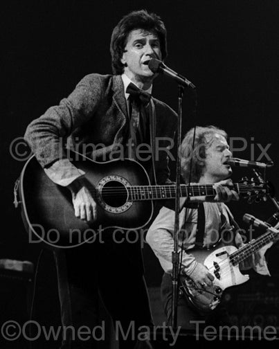 Photo of Ray Davies of The Kinks playing acoustic guitar in 1979 by Marty Temme