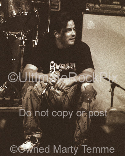 Photo of John Garcia of Kyuss during soundcheck in 1994 by Marty Temme