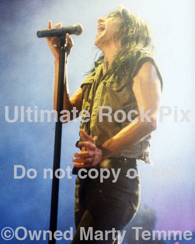 Photo of vocalist Phil Lewis of L.A. Guns in concert in 1991 by Marty Temme