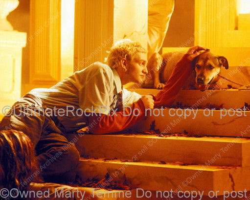 Photo of vocalist Layne Staley of Alice in Chains in 1995 by Marty Temme