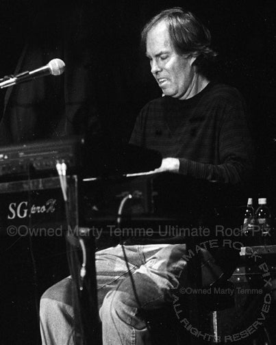 Photo of keyboardist Bill Payne of Little Feat in concert in 2002 by Marty Temme
