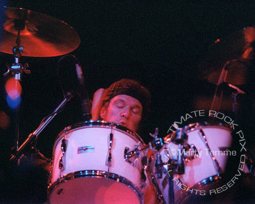 Photo of drummer Ian Wallace of David Lindley in concert in 1981 by Marty Temme