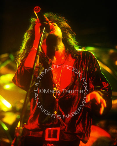 Photo of Oni Logan of Lynch Mob in concert in 1991 - lynchoni9198