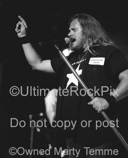 Photo of Johnny Van Zant of Lynyrd Skynyrd in concert in 2002 by Marty Temme