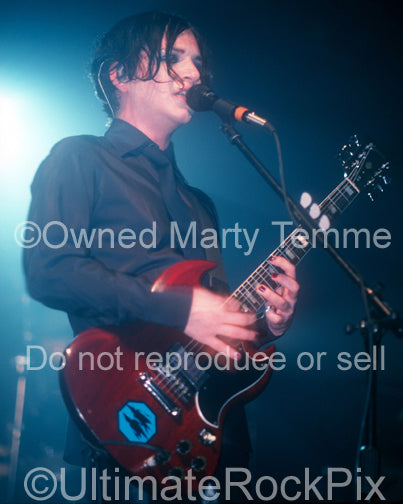 Photo of guitar player Brian Molko in concert by Marty Temme
