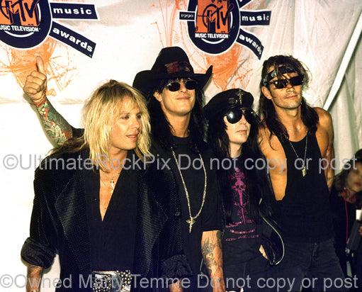 Photo of Vince Neil, Nikki Sixx, Mick Mars and Tommy Lee of Motley Crue by Marty Temme