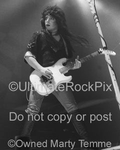 Photo of Mick Mars of Motley Crue in concert in 1985 by Marty Temme