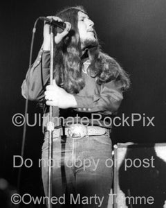 Photo of singer Doug Gray of The Marshall Tucker Band in concert in 1974 by Marty Temme