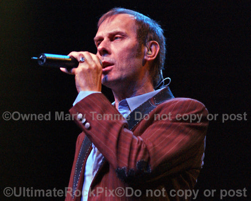 Photo of Peter Murphy of Bauhaus in concert in 2008 by Marty Temme