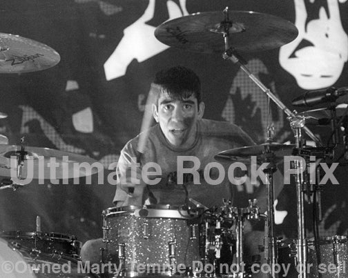 Photo of Cyrus Bolooki of New Found Glory in concert in 2002 by Marty Temme