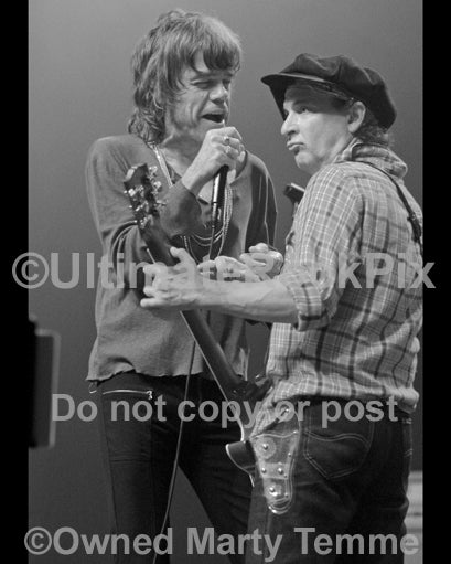 Photo of David Johansen and Sylvain Sylvain in concert in 2008 by Marty Temme
