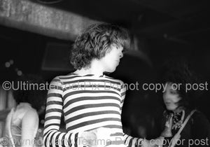 Photo of singer David Johansen of New York Dolls in concert in 1974 by Marty Temme