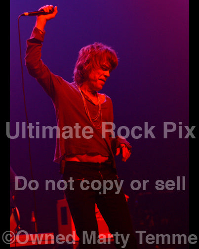 Photo of David Johansen of New York Dolls in concert in 2008 by Marty Temme