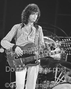 Photo of guitarist Joe Perry playing slide on a Dan Armstrong Plexi guitar by Marty Temme
