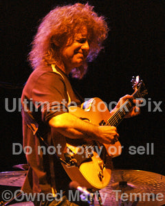 Photo of jazz guitarist Pat Metheny in concert by Marty Temme