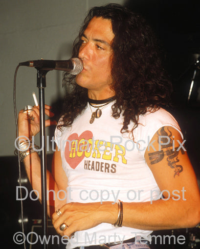 Photo of singer Stephen Pearcy of Ratt in concert in 1991 by Marty Temme