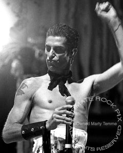 Photo of singer Perry Farrell of Janes Addiction in concert in 2001 by Marty Temme