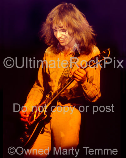 Photo of Peter Frampton playing a Les Paul in concert in 1975 by Marty Temme