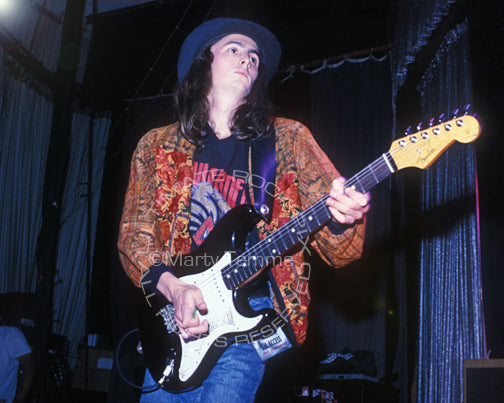 Photo of Mike McCready of Pearl Jam playing his black Stratocaster in 1991 by Marty Temme