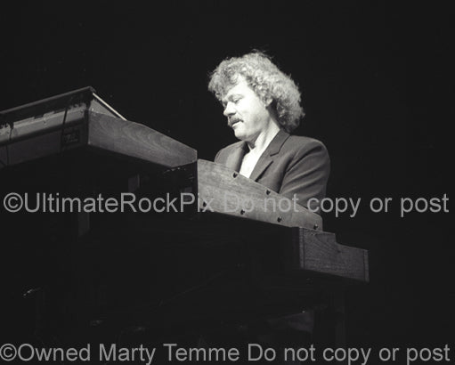 Photo of Neal Doughty of REO Speedwagon in concert in 1981 by Marty Temme