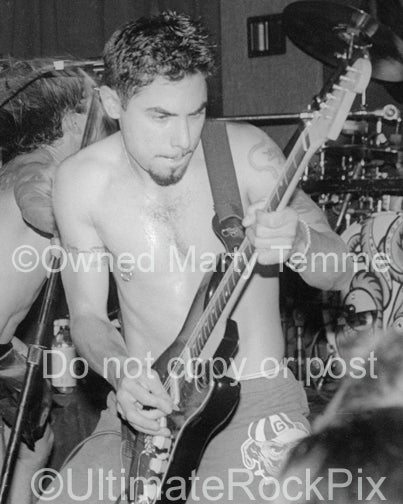 Photo of Dave Navarro of The Red Hot Chili Peppers in 1994