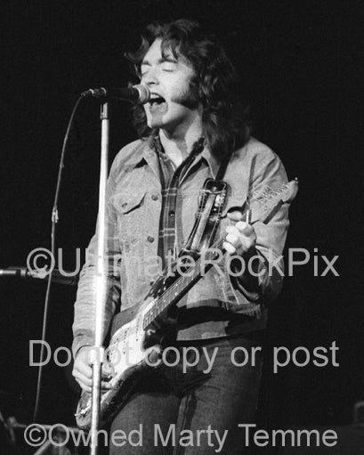 Photo of Rory Gallagher in concert in 1973 by Marty Temme