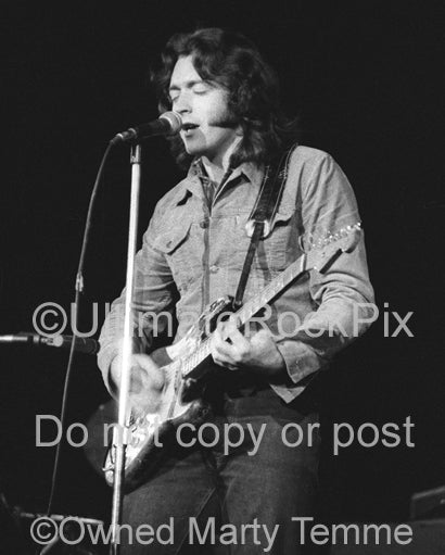 Black and white photo of Rory Gallagher in concert in 1973 by Marty Temme