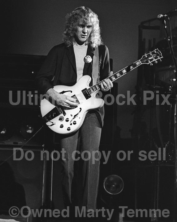 Photo of Alex Lifeson of Rush in concert in 1980