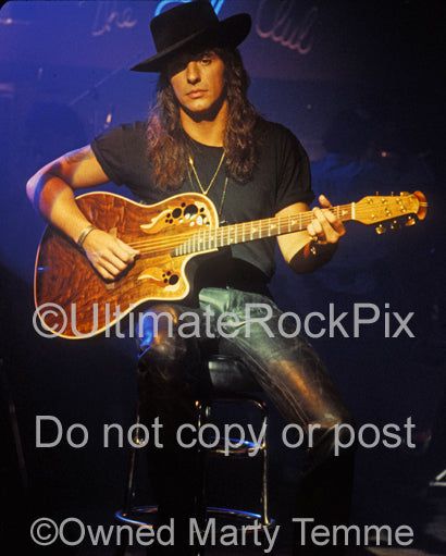 Photo of Richie Sambora with an acoustic guitar during a photo shoot in 1991 by Marty Temme