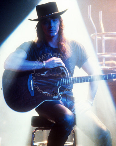 Photo of Richie Sambora of Bon Jovi with an Ovation guitar in 1991 by Marty Temme