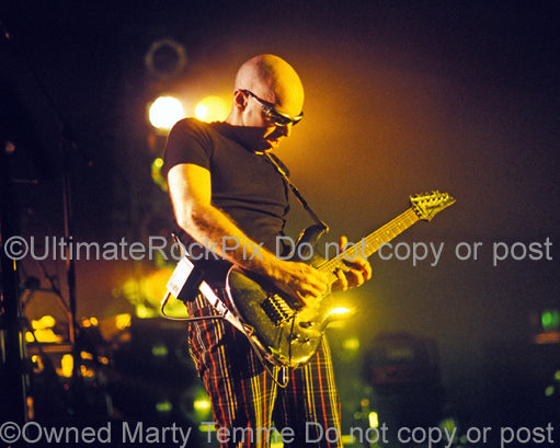 Photo of guitarist Joe Satriani in concert in 1998 by Marty Temme