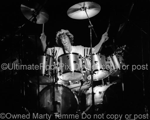 Photo of drummer Simon Phillips of Stanley Clarke in concert in 1979 by Marty Temme
