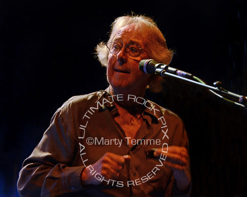 Photo of musician Spencer Davis in concert by Marty Temme