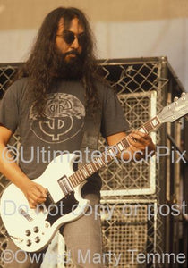 Photos of Kim Thayil Playing a White Guild S-100 Guitar in Concert in 1996 by Marty Temme