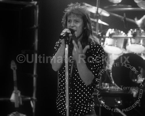 Black and white photo of Richard Black of Shark Island performing in 1988 by Marty Temme