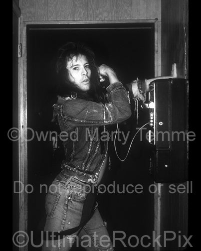 Black and white photo of Richard Black of Shark Island backstage in 1988 - sharkrb8820bw