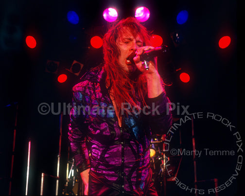 Photo of singer Richard Black onstage in Hollywood in 1989 by Marty Temme