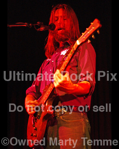 Photo of Leroy Powell of Shooter Jennings in concert by Marty Temme