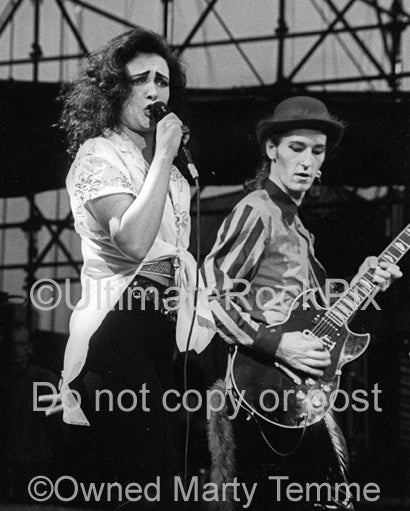 Photo of Siouxsie Sioux and Jon Klein in concert in 1991 by Marty Temme