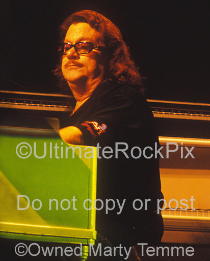 Photo of keyboardist Billy Powell of Lynyrd Skynyrd in concert in 2004 by Marty Temme