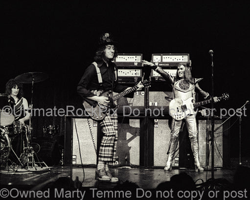 Photo of Noddy Holder and Dave Hill of Slade onstage in 1973 by Marty Temme